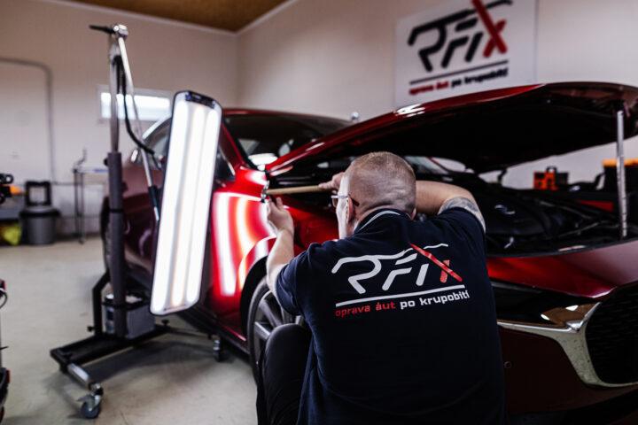Oprava preliačin na aute po krupobití PDR technológiou